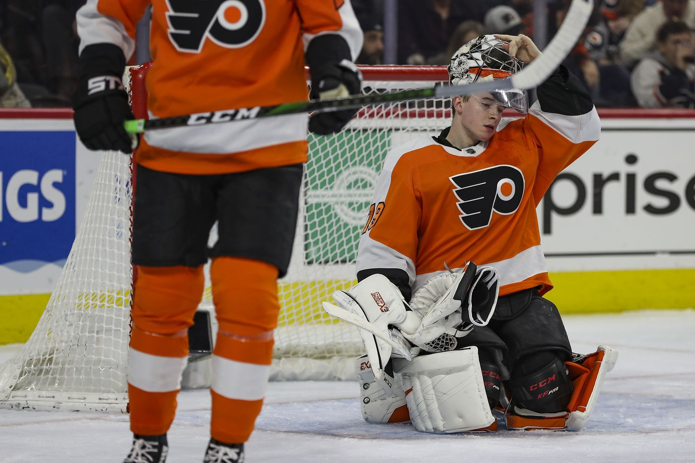 Carter Hart compares favorably to Bernie Parent, Wayne Stephenson in home success