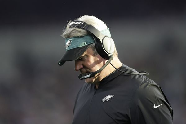 Doug Pederson, Eagles don't go for it vs. Cowboys, and are gone | Bob Ford