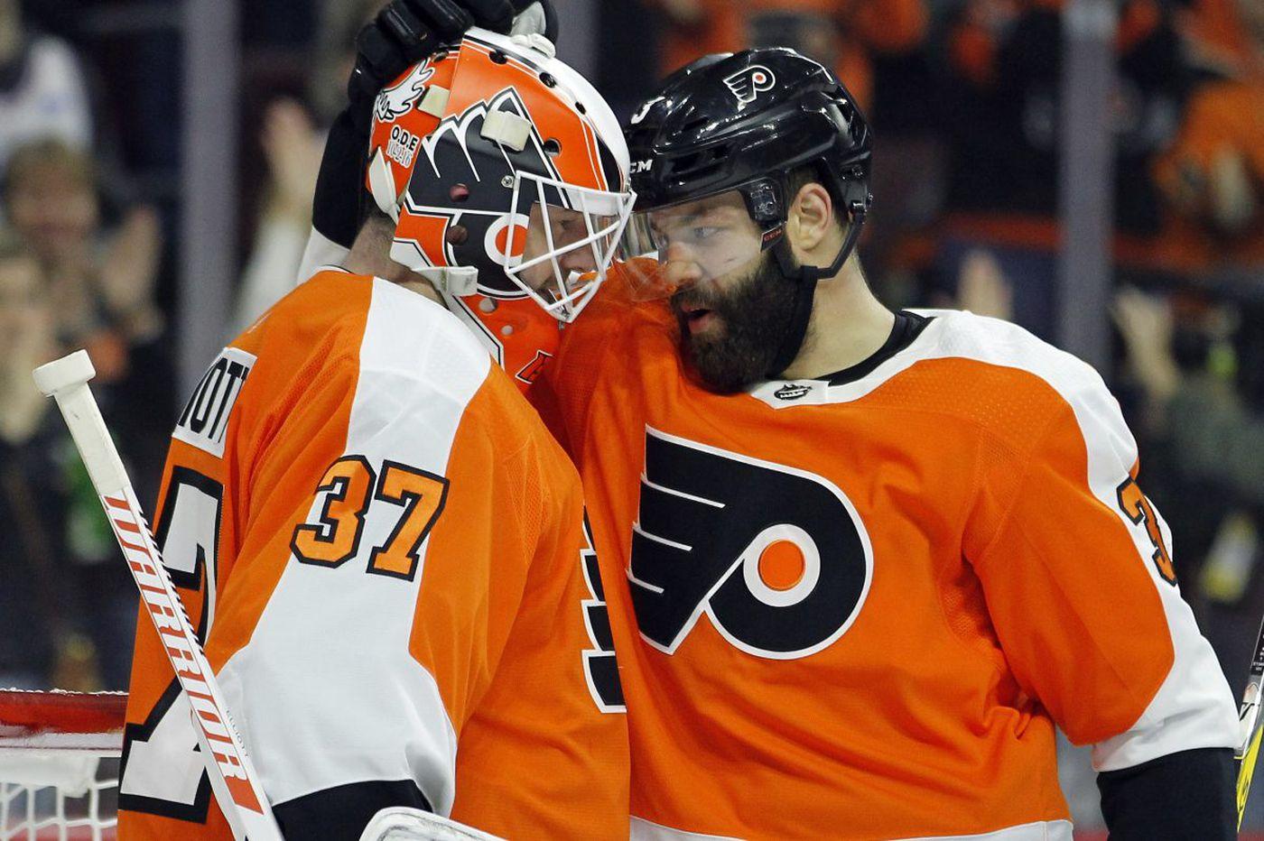 Flyers coach Dave Hakstol seems set to keep Brian Elliott in goal | Sam Donnellon