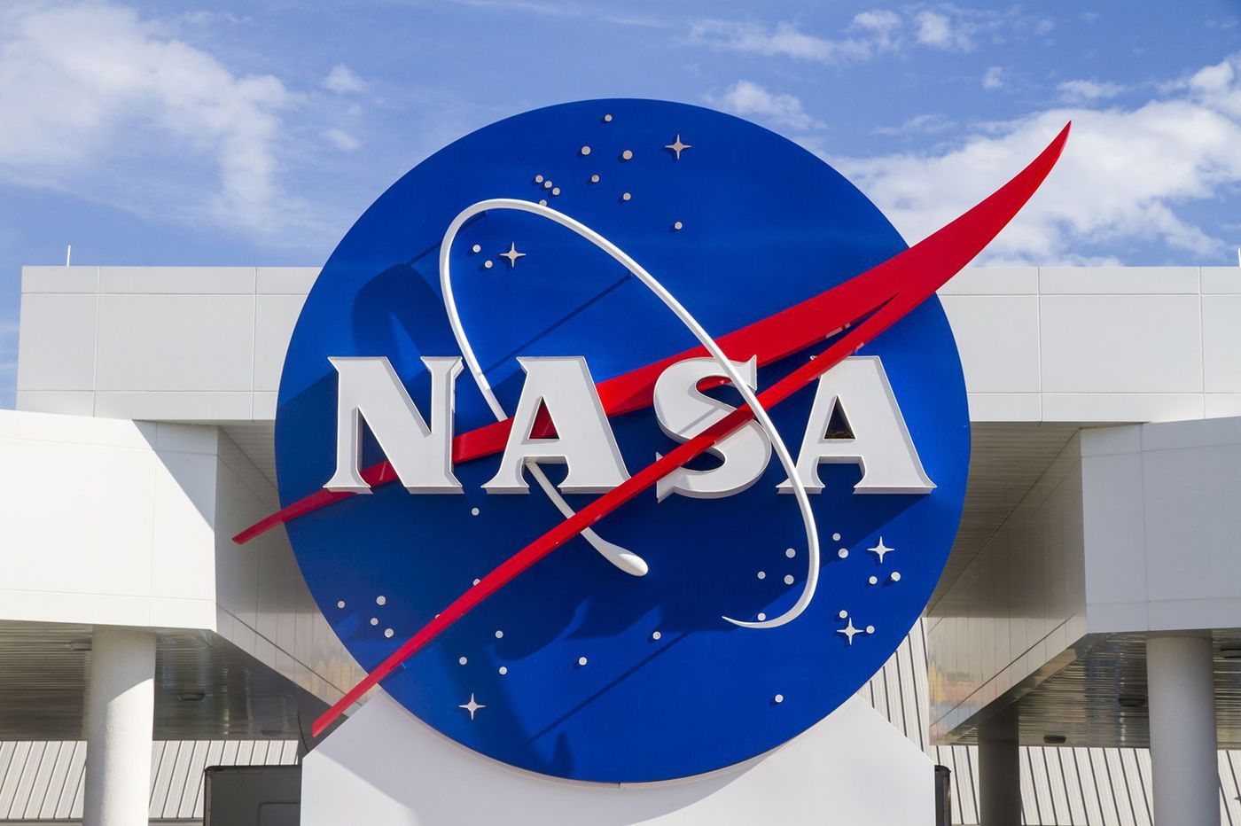 NASA begins hunt for astronauts to take trip to the moon in 2024