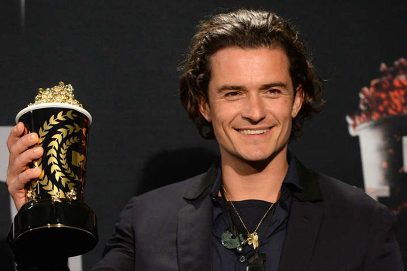 Sideshow: Orlando Bloom helps downtrodden, punches out girls