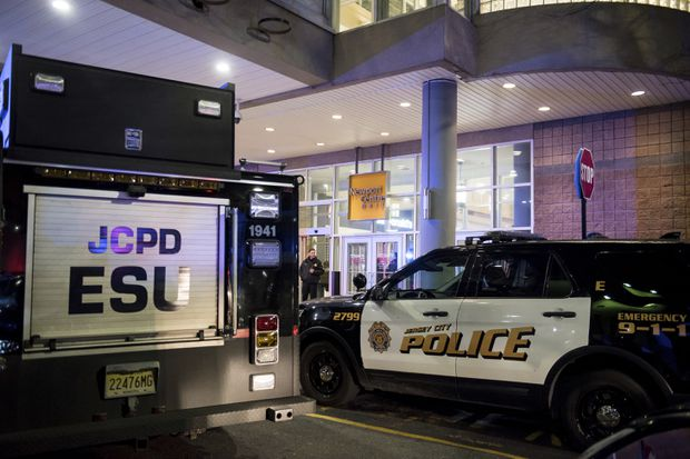 Officials: Shooting at New Jersey mall leaves 2 injured