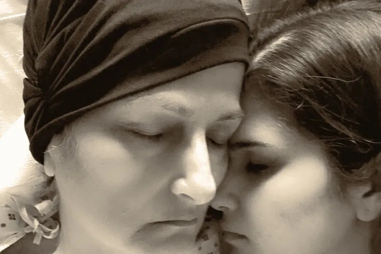 Ghazal Khorrami with her mother in her last moments.