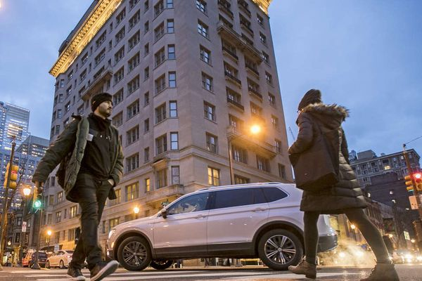 For safer streets, Philly looks to more traffic cops in Center City