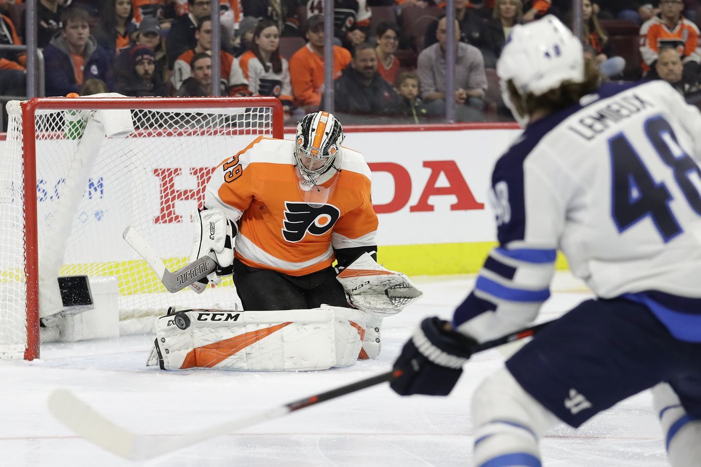 d713bcfca54 Carter Hart, Travis Konecny lead Flyers past Jets for 4th straight win