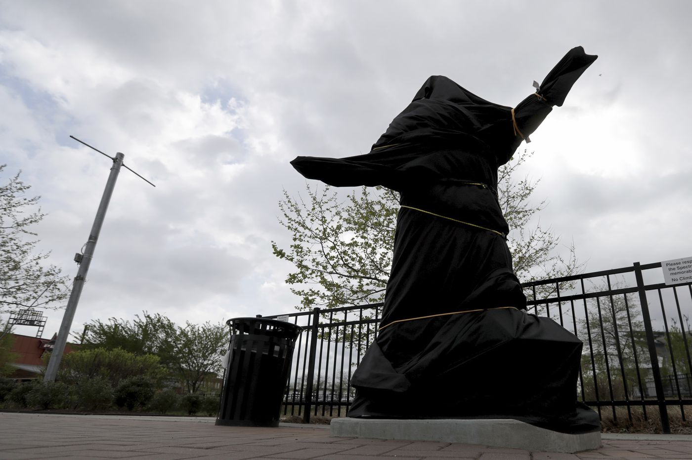 As the Kate Smith statue debate roils, here is a South Philly sports sculptor who also didn't fit the mold