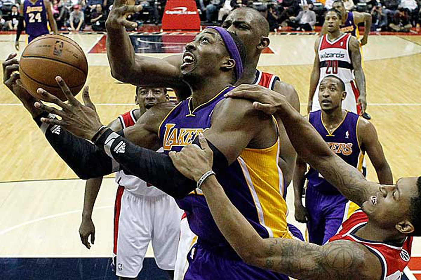 Lakers stumble past Wizards