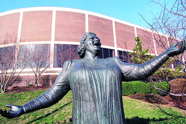 'Knee-jerk reaction' put Flyers in a corner, triggering removal of Kate Smith statue, former club VP says