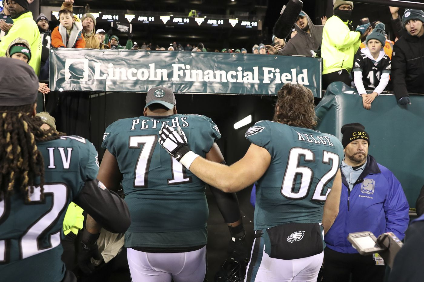 Eagles' season ends with 17-9 loss to Seahawks in NFL playoffs, and Carson Wentz's concussion