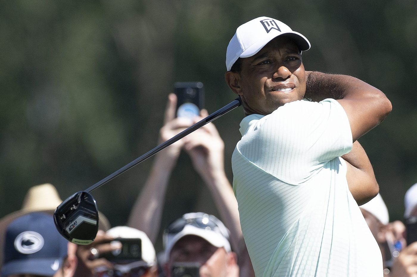 Tiger Woods turns back the clock, ties Rory McIlroy for first-round lead at BMW Championship