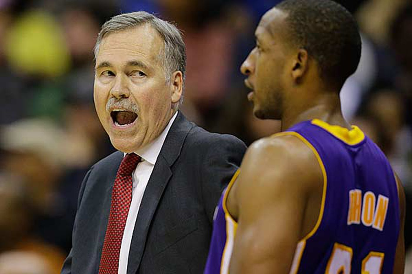 Lakers come to Philadelphia as an under-.500 mess