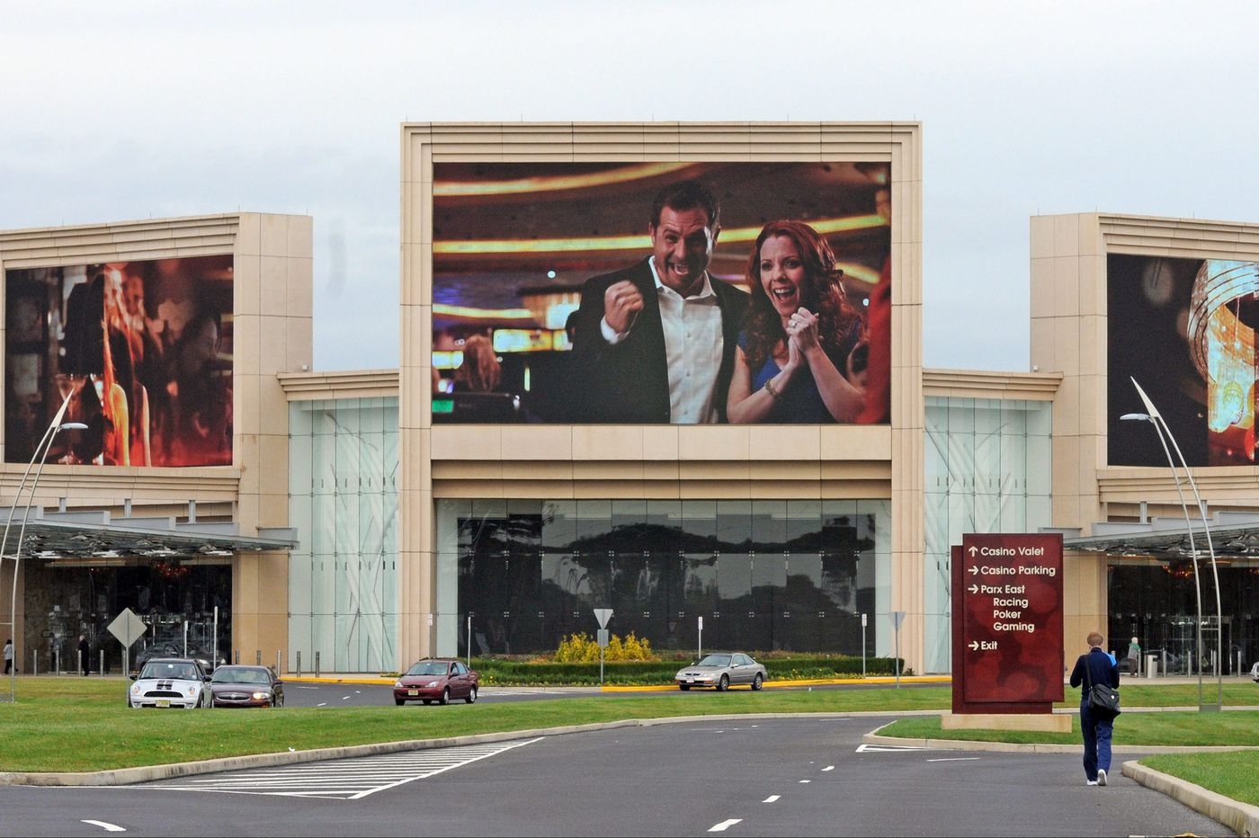 Pa. approves first sports-betting licenses for Parx, Hollywood casinos
