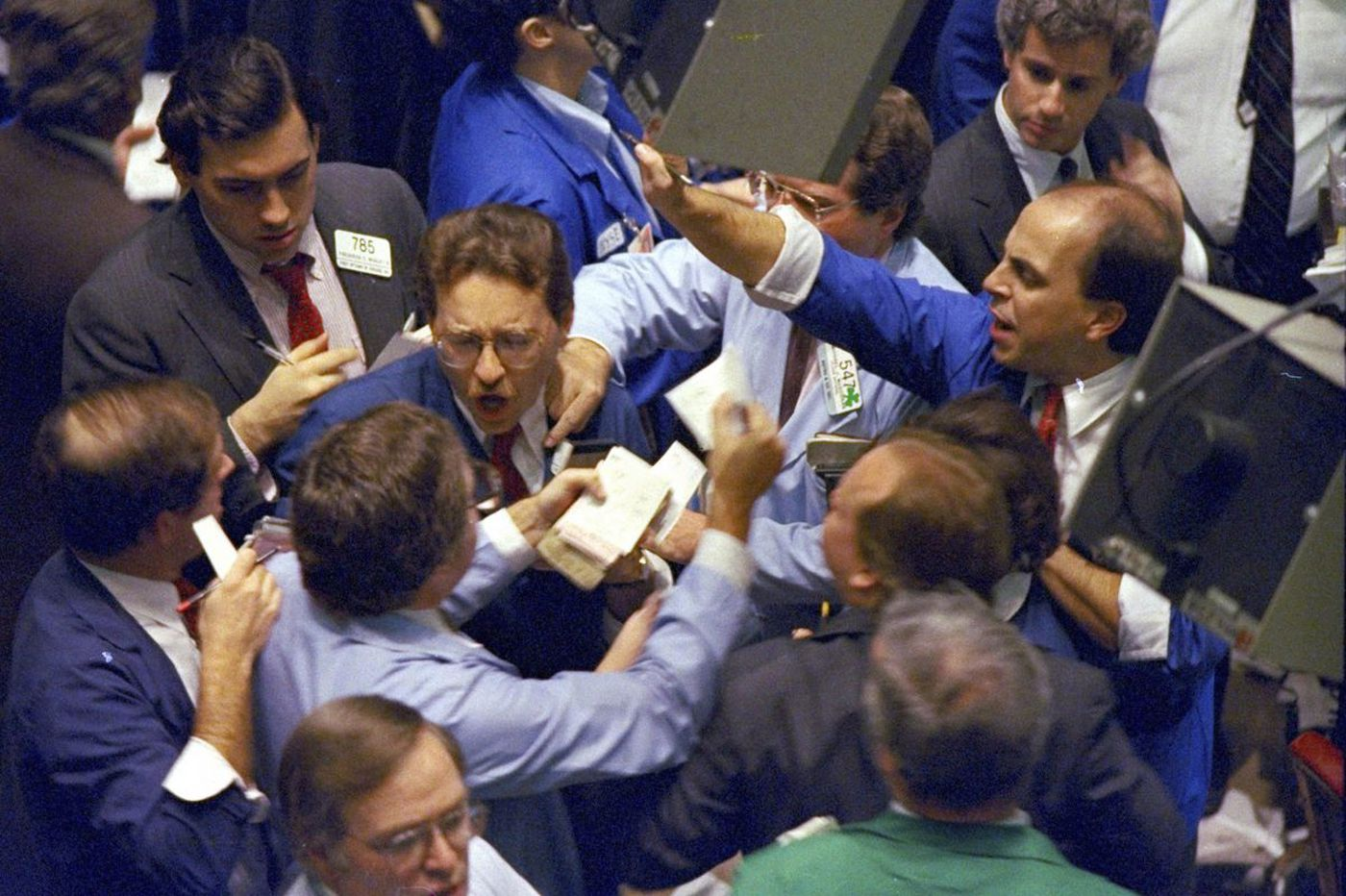 A 1987-style Wall St. crash? In 2017, that's a one-day stock market drop of 5,060 points