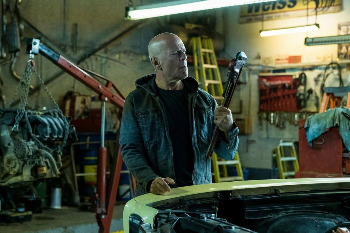 'Death Wish': Bruce Willis is a bald guy with a gun