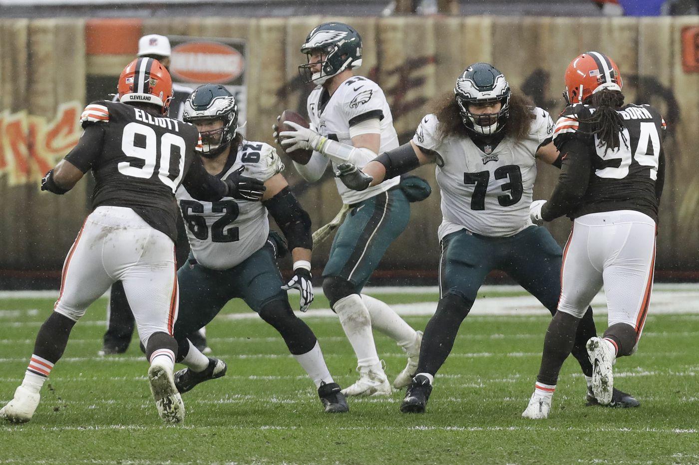 Jason Kelce elbows his way toward 100th successive Eagles start Monday night vs. Seattle