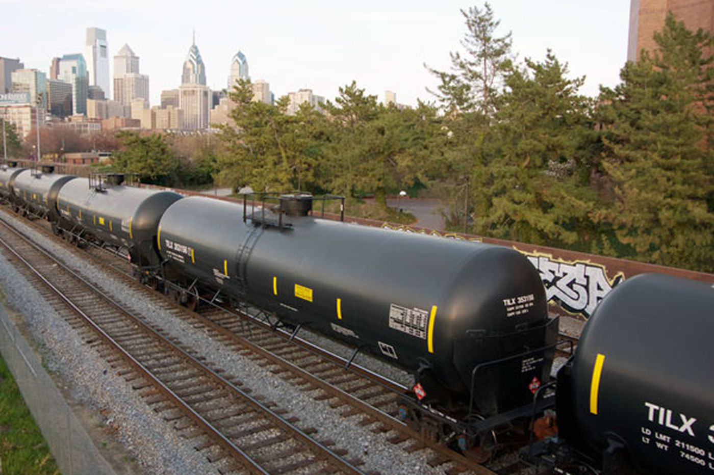U.S. won't weaken oil-train public disclosure rules
