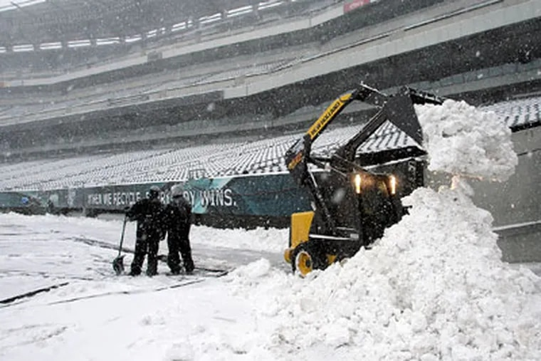 Sunday's Eagles-Vikings game was postponed due to heavy snowfall at Lincoln Financial Field. (Yong Kim/Staff Photographer)