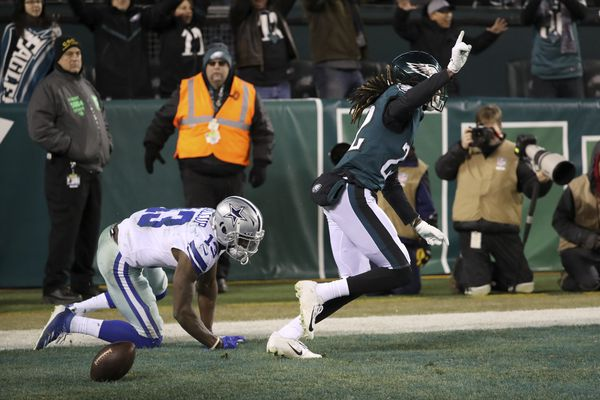 Eagles 17, Cowboys 9: Carson Wentz, Sidney Jones lead Birds over Dallas to first place in NFC East