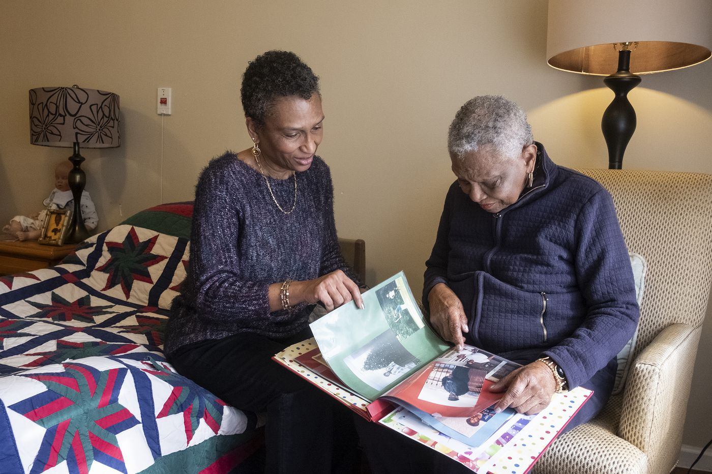 Dementia makes moving to a new place hard on everyone. Here's how to make it easier.