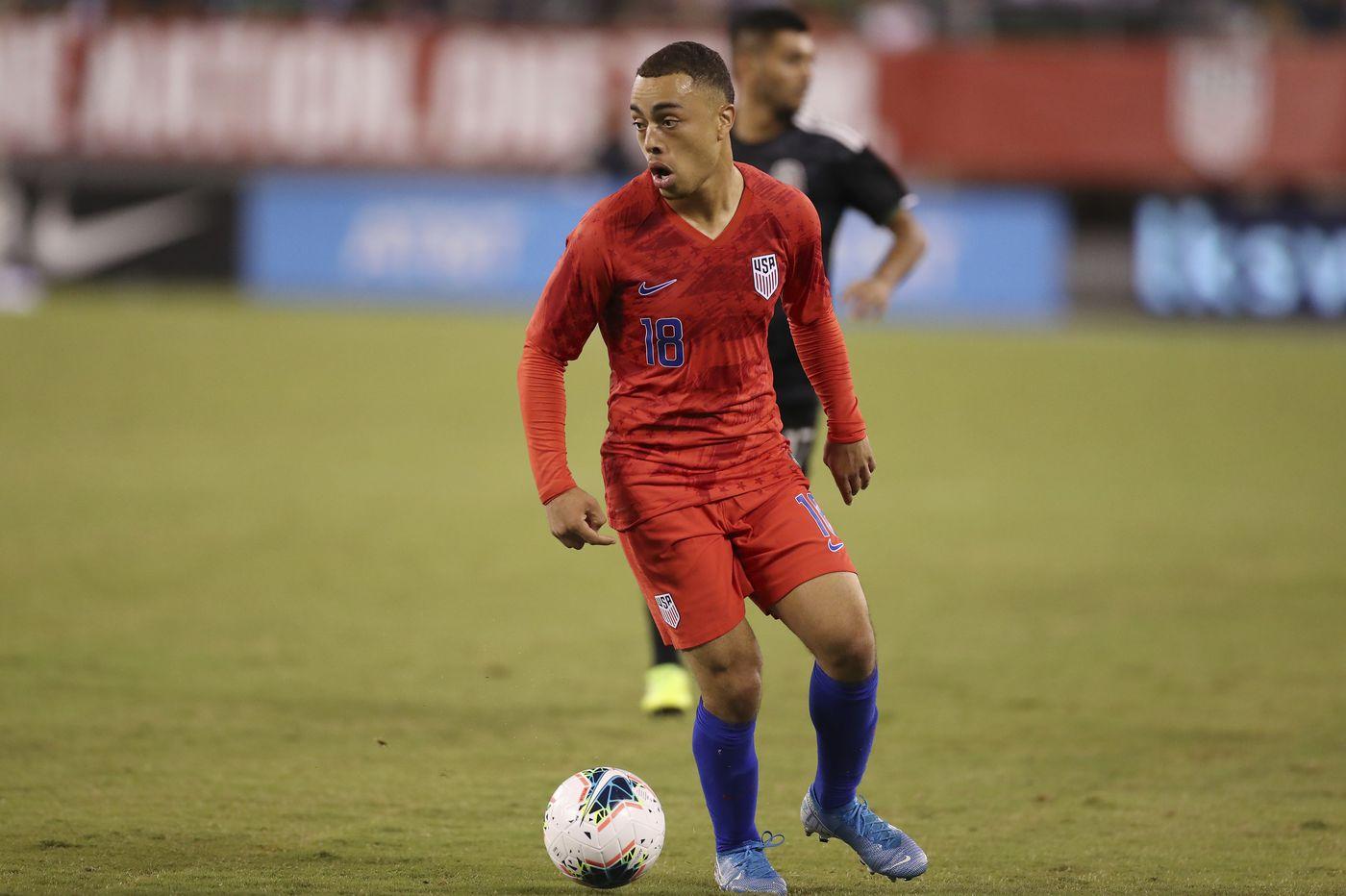 Sergiño Dest picks U.S. soccer team over Netherlands