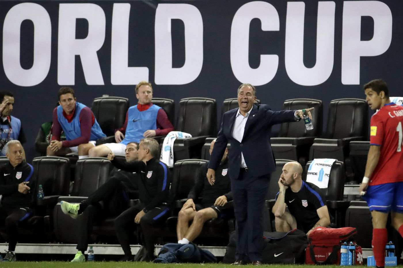 U.S. men's soccer team heads to Honduras feeling some self-inflicted pressure