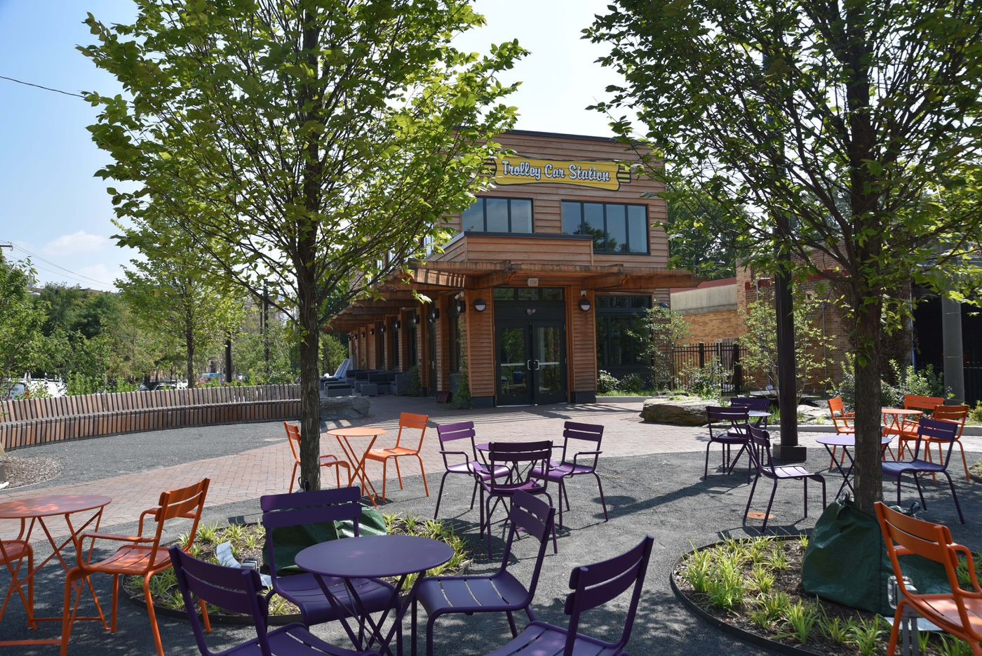 The new restaurant, called Trolley Car Station, promises to keep the Portal Gardens active from morning until evening. The public plaza is demarcated by a generous curving bench.