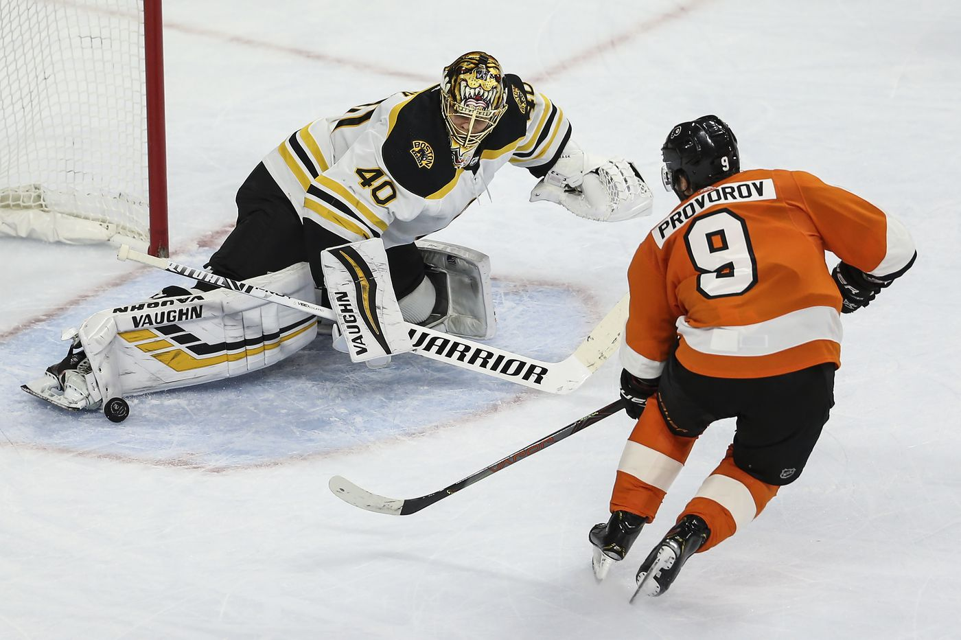 Defiance amid coronavirus, Hart vs. Pastrnak, and other observations from the Flyers' 2-0 loss to the Bruins | Mike Sielski