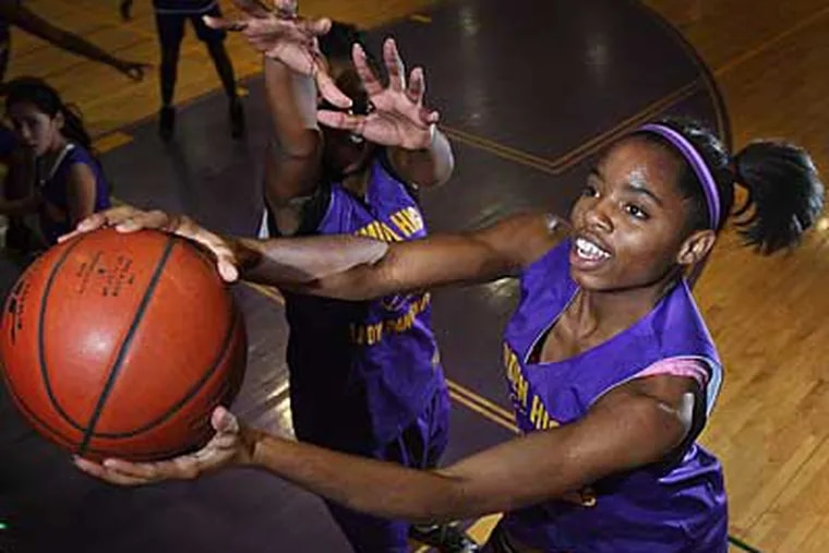Sophomore Annie Payton-Brown helped to lead her team to an exciting overtime victory.  (David M Warren / Inquirer)