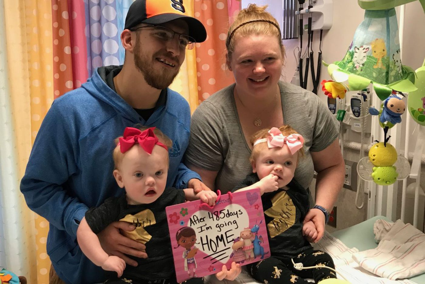 Separated twins leave Philly hospital to celebrate Thanksgiving at home with family