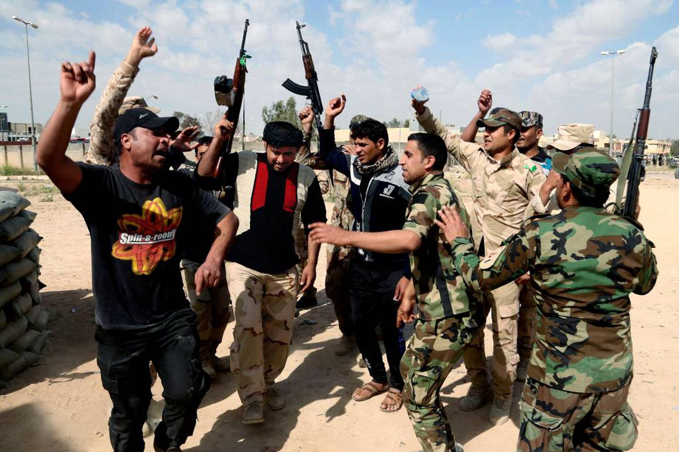 Iraqis stall battle for Tikrit amid high losses