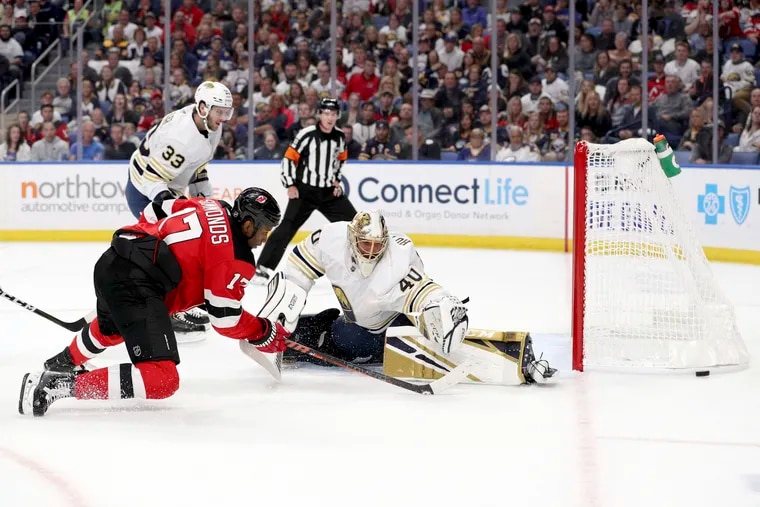Devils right winger Wayne Simmonds (17) attempting to score against Sabres goaltender Carter Hutton during the first period Saturday. Simmonds will face his former Flyers teammates Wednesday in Philadelphia's home opener.
