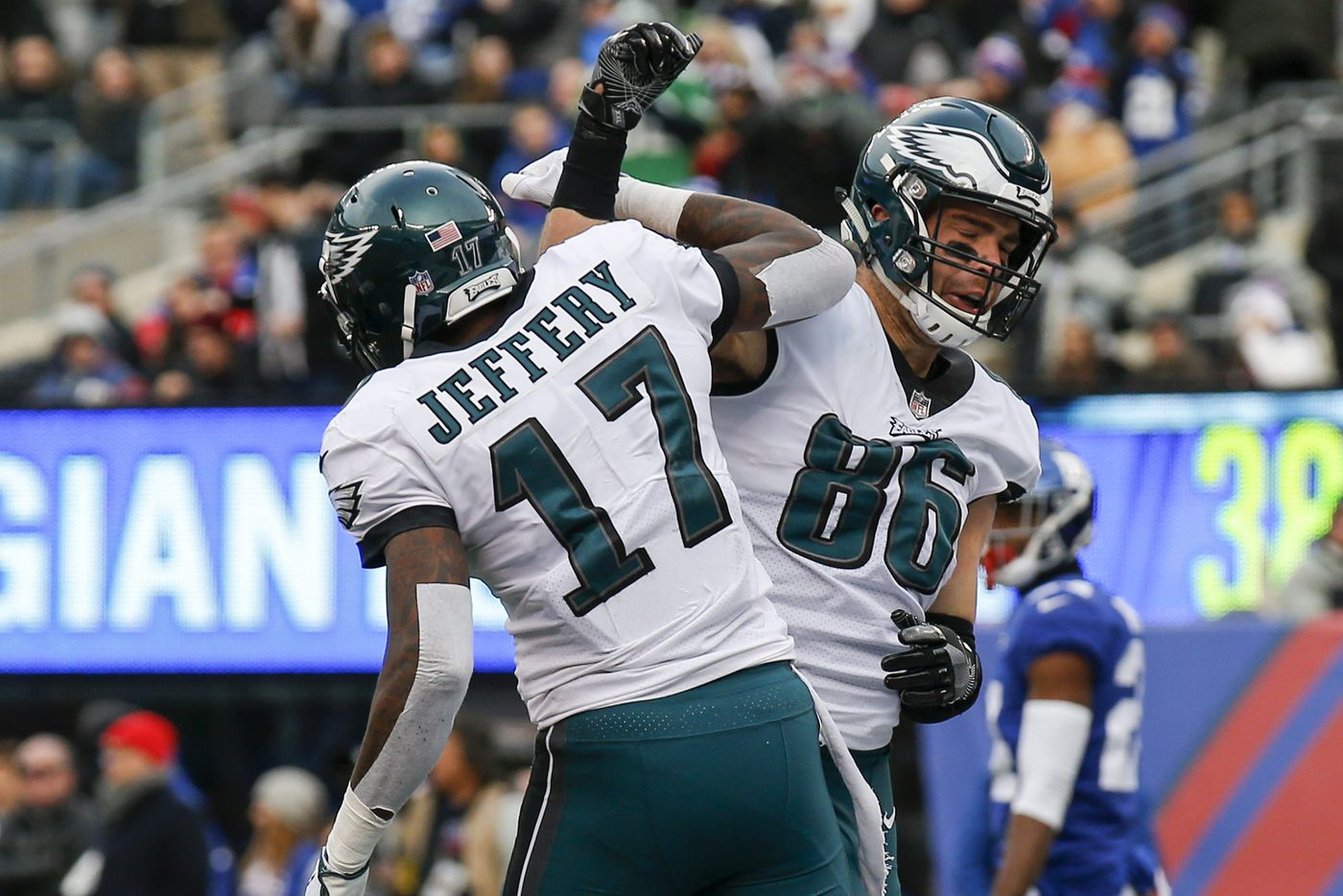 Beckham makes scene, Giants drop to 1-5 with loss to Eagles