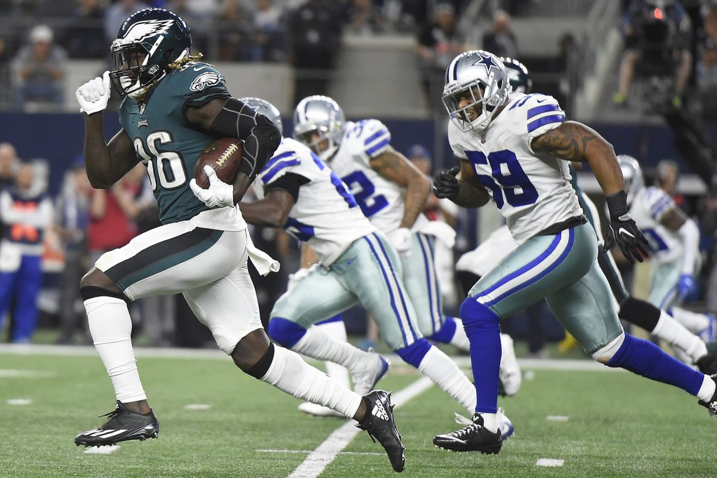 Jay Ajayi helps Eagles reverse Dallas' early ground advantage