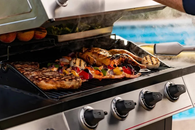 A variety of food can be cooked simultaneously with this spacious grill.