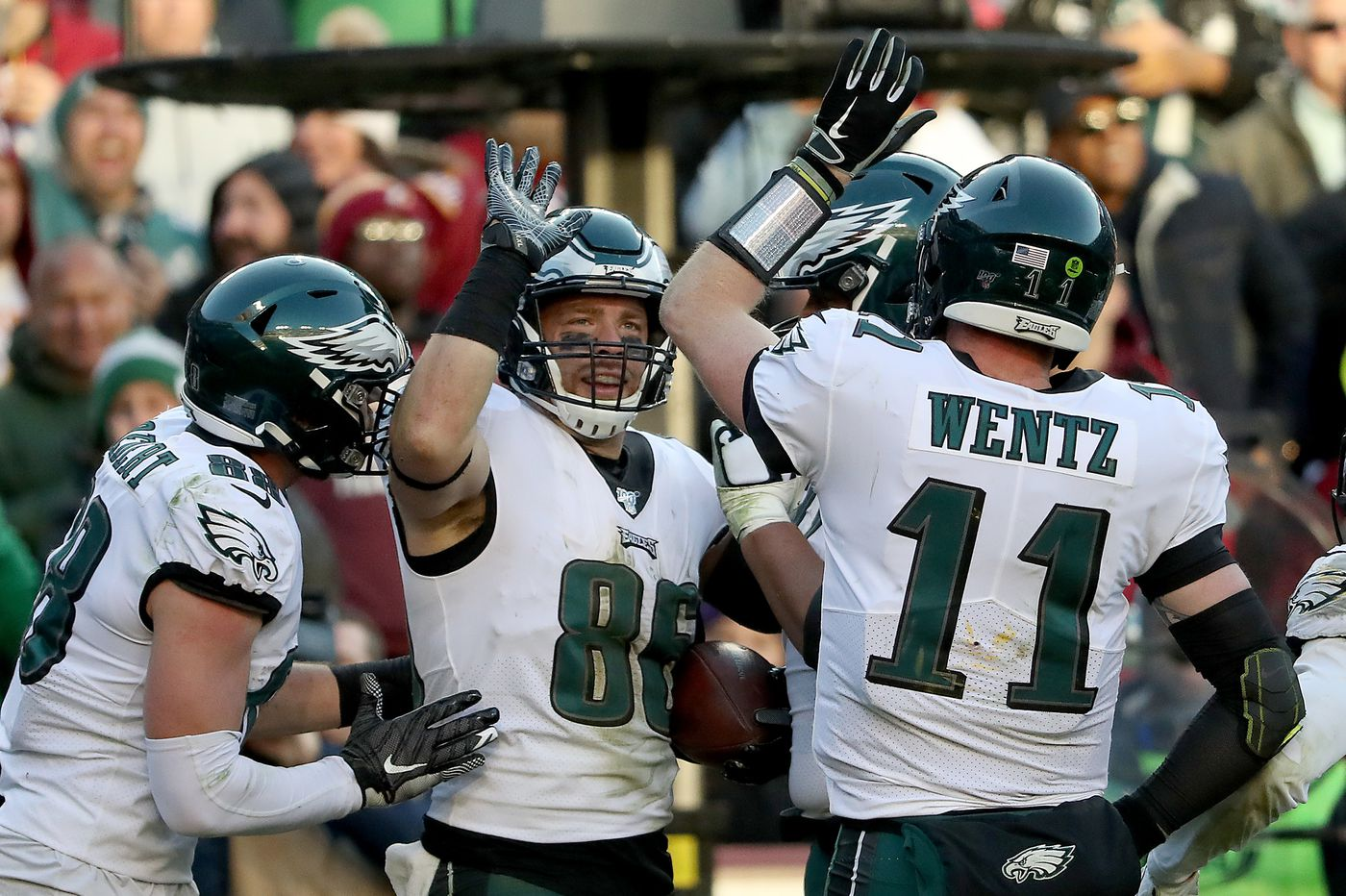 NFL playoff predictions: Vegas Vic likes the Eagles and Patriots on wild-card weekend