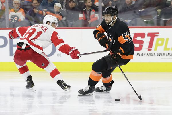 Alain Vigneault has pushed most of the right buttons, but a deal might be needed for the Flyers to reach the playoffs | Sam Carchidi