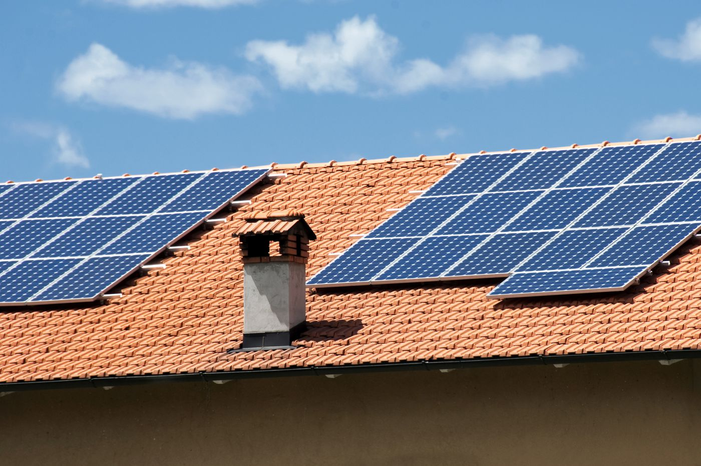 On year's longest day, Philly energy agency enlists homeowners to install solar