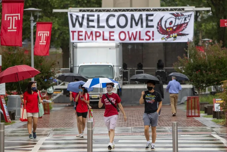 Students on Polett Walk at 13th Street during Temple University's move-in earlier this month.