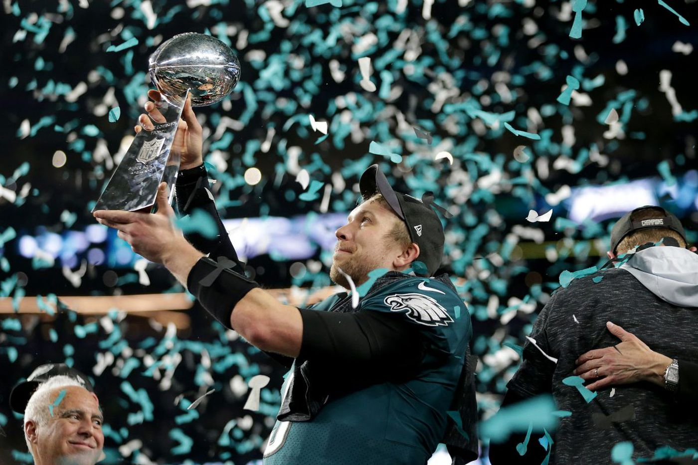 Nick Foles, Eagles agree to reworked contract; includes signing bonus, option for 2019