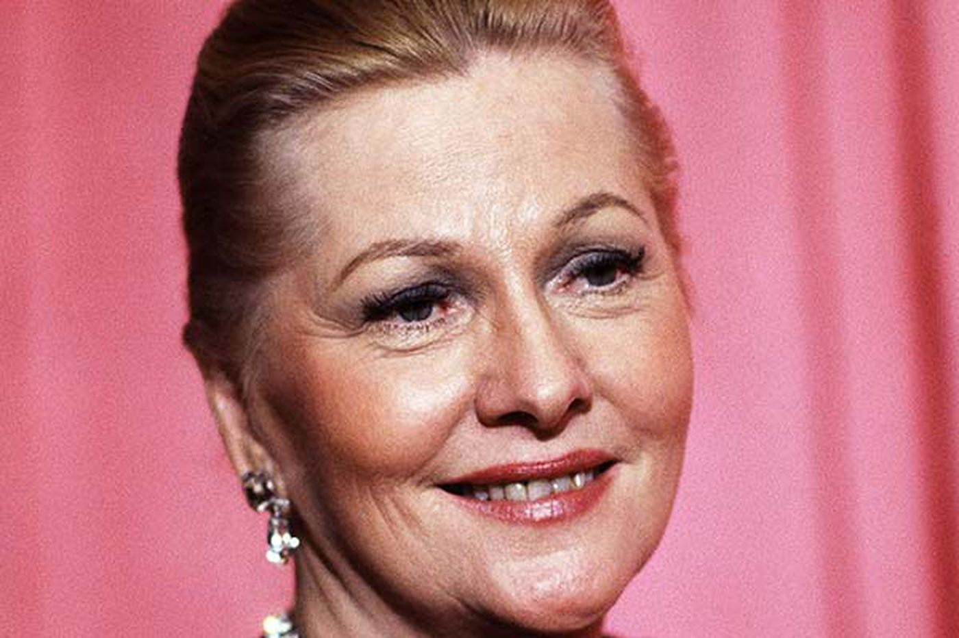 Acclaimed actress Joan Fontaine dead at 96