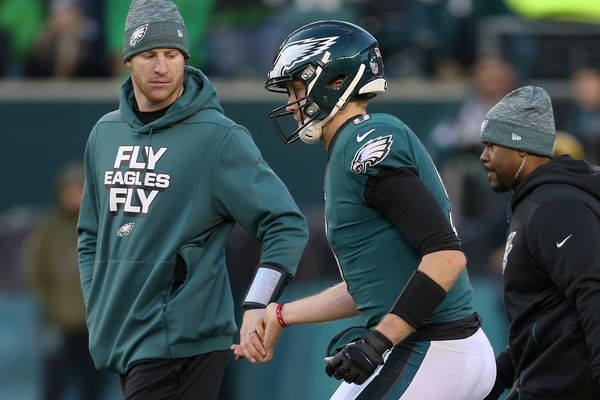 For some insight into the Eagles' quarterback situation, go back to the greatest QB controversy of all | Mike Sielski