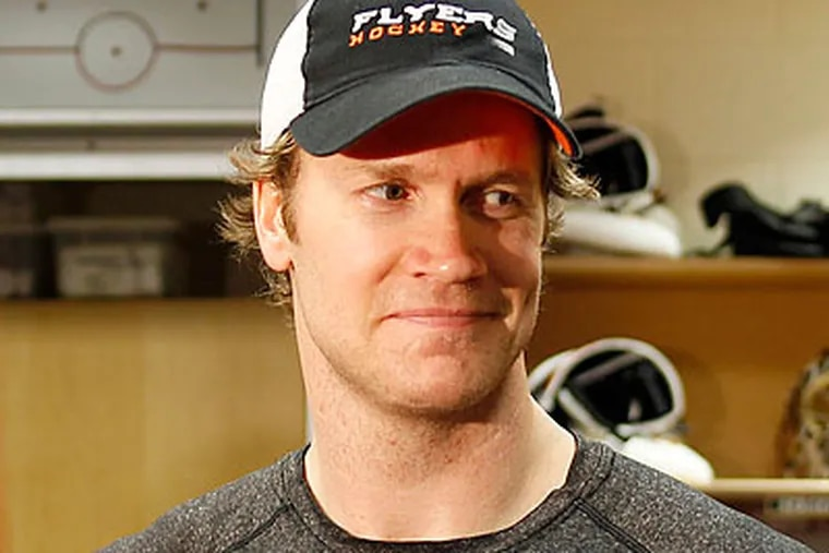 Chris Pronger will undergo surgery today to relieve a herniated disc in his lower back. (Yong Kim/Staff file photo)
