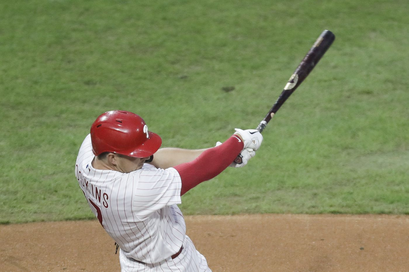 Rhys Hoskins' bat, Aaron Nola's arm propel Phillies past Mets