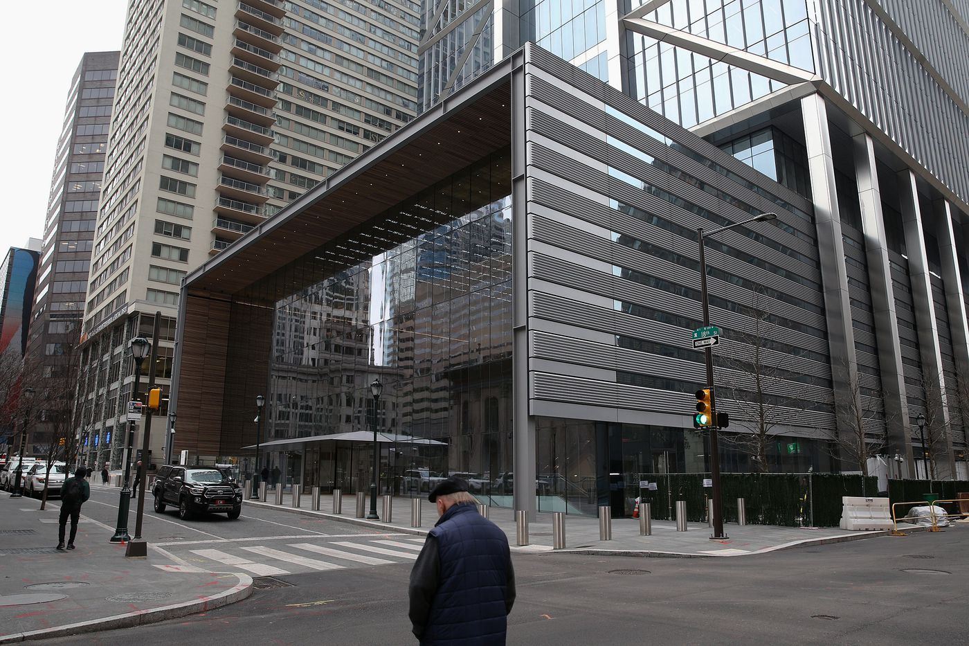 Comcast's new skyscraper syncs its architecture to the