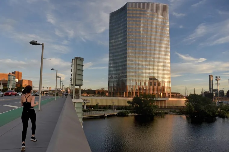 The new research tower of Children's Hospital of Philadelphia looks good from the South Street Bridge.