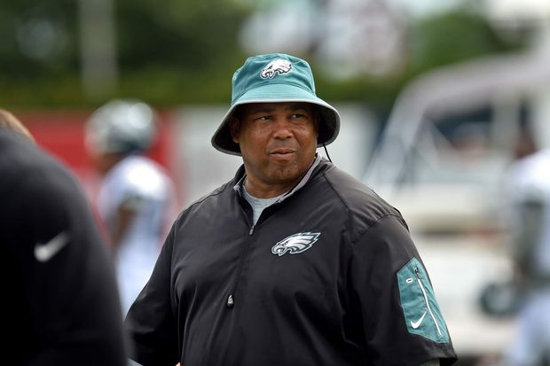 Eagles promote assistants Phillip Daniels and Carson Walch as DL and WRs coaches