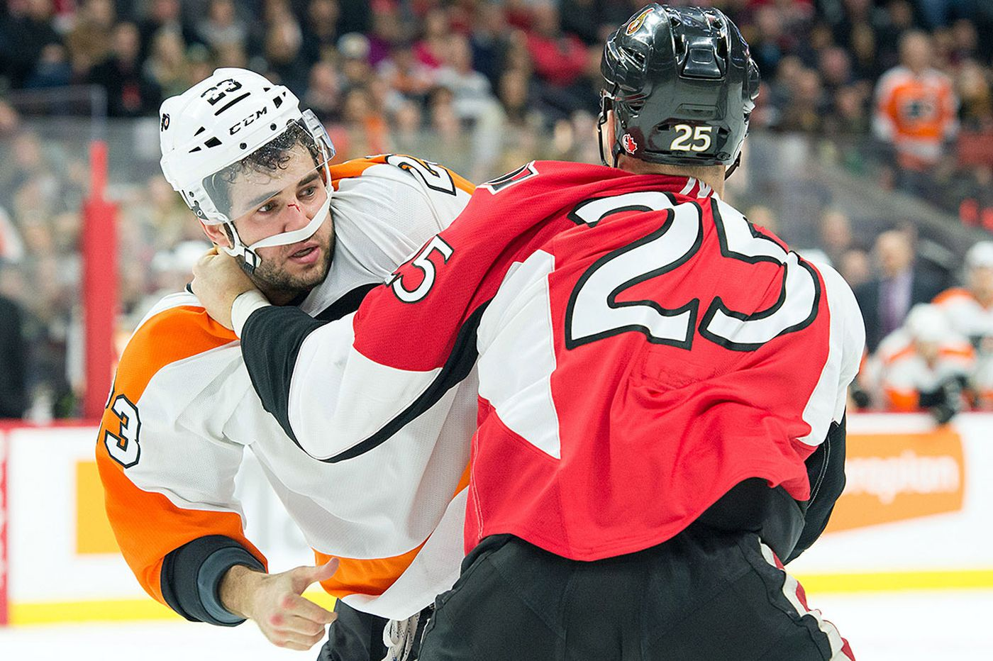 Brandon Manning fighting to keep spot with Flyers
