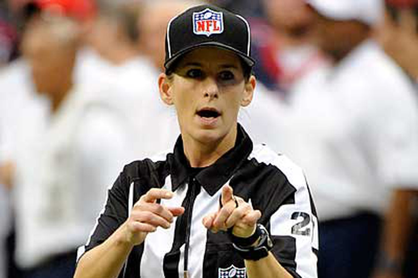 Replacement becomes first female NFL ref