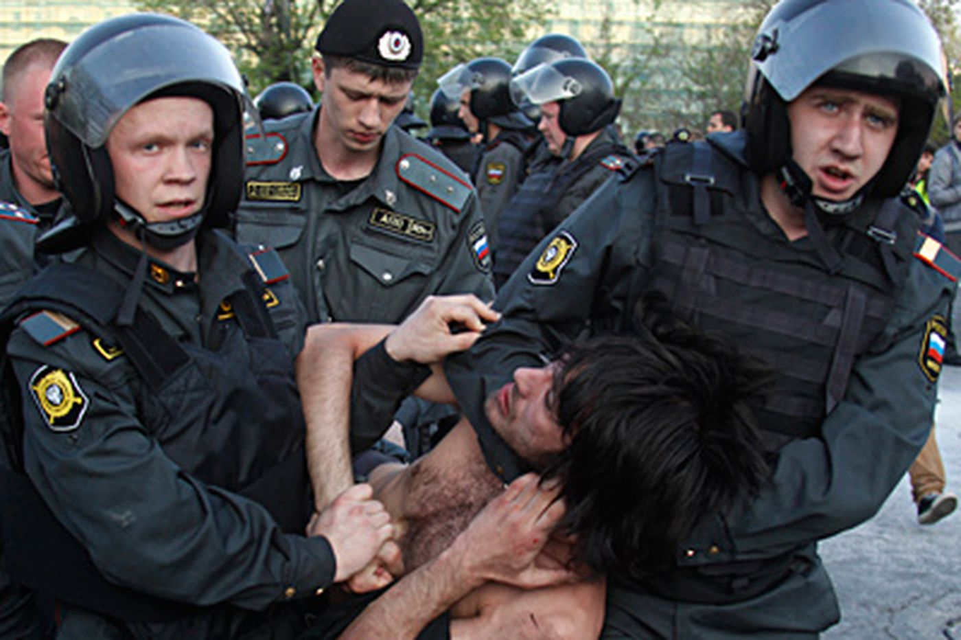 Protesters and police clash in Moscow