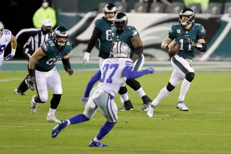 Eagles quarterback Carson Wentz looks for an opening during the first quarter.